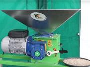 Kelvin Cave showcases new dry-roller mill - ideal for processing grains