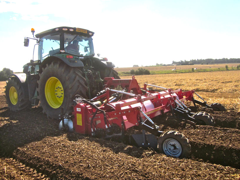 The George Moate Tillerstar one-pass bed tiller-separator is now available to growers in Ireland.