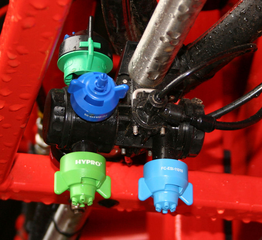 Fitting two Hypro ESI six-stream fertiliser nozzles to the Duo React can provide a five-fold spread of application rates – with a Guardian Air pesticide nozzle waiting in the wings on the four-way turret.