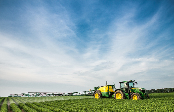 New <a href='javascript:void(0)' class='keyword' id='9' style='text-decoration:underline;color:blue' >John Deere</a> trailed sprayers at Cereals 2014