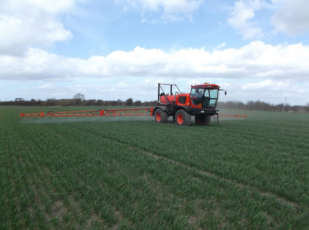 Sands Agricultural Machinery is among the first sprayer manufacturers to adopt the Pentair Hypro Duo React system – it has been specified on about 60% of new Vision sprayers ordered this year.