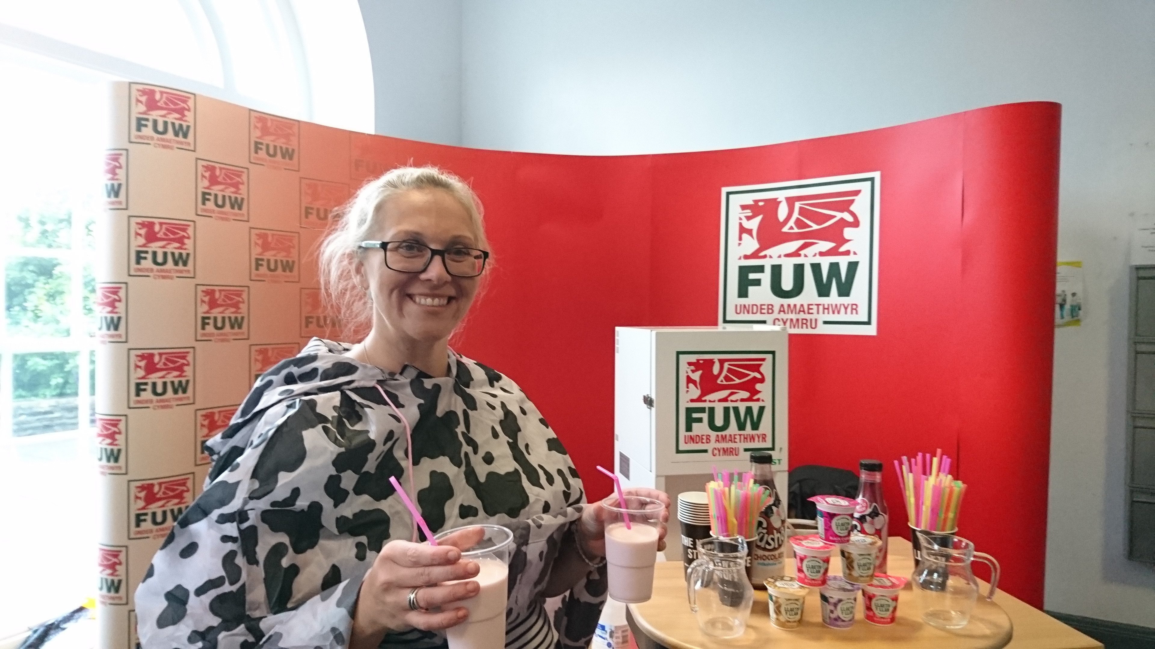 Farming union hands out free samples of milk to Aberystwyth University freshers to show benefits of dairy