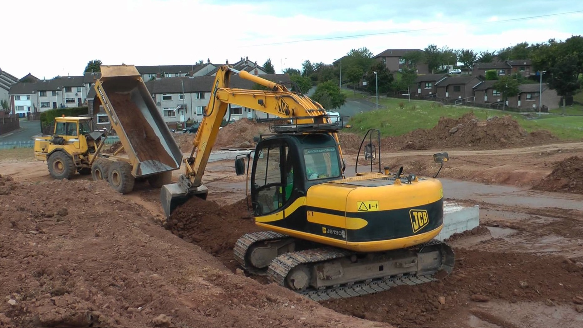 JCB lands big deal as A-Plant orders 1,200 machines
