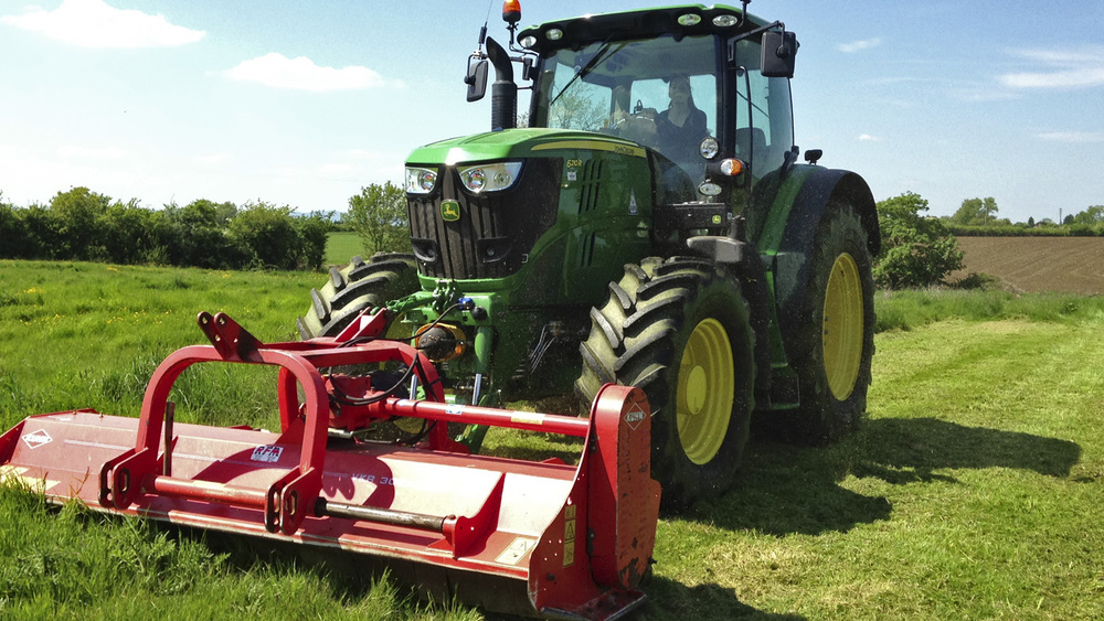 Contractors focus on the safe use of agricultural vehicles with new campaign
