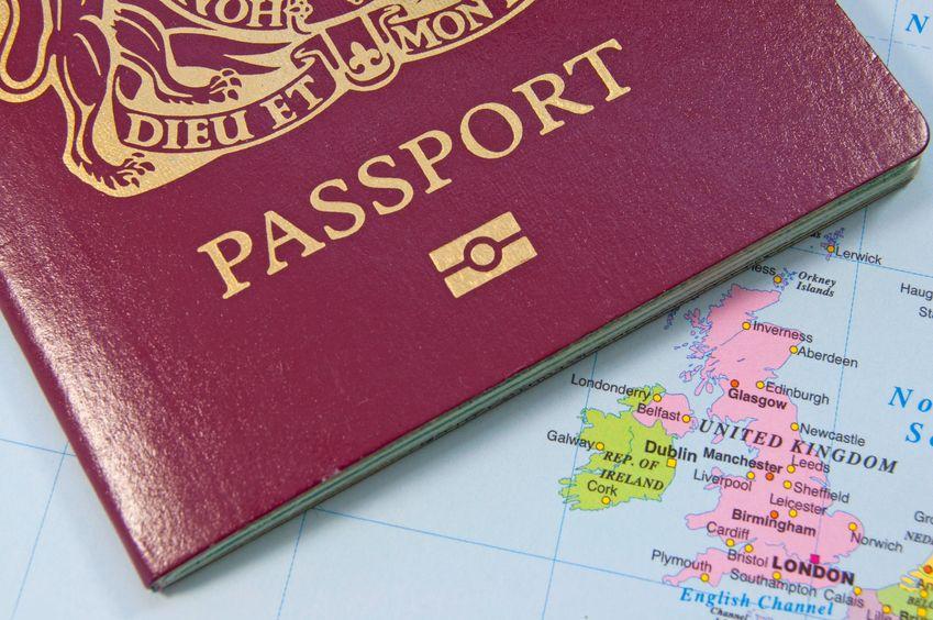 No return to Irish border posts, UK government insists