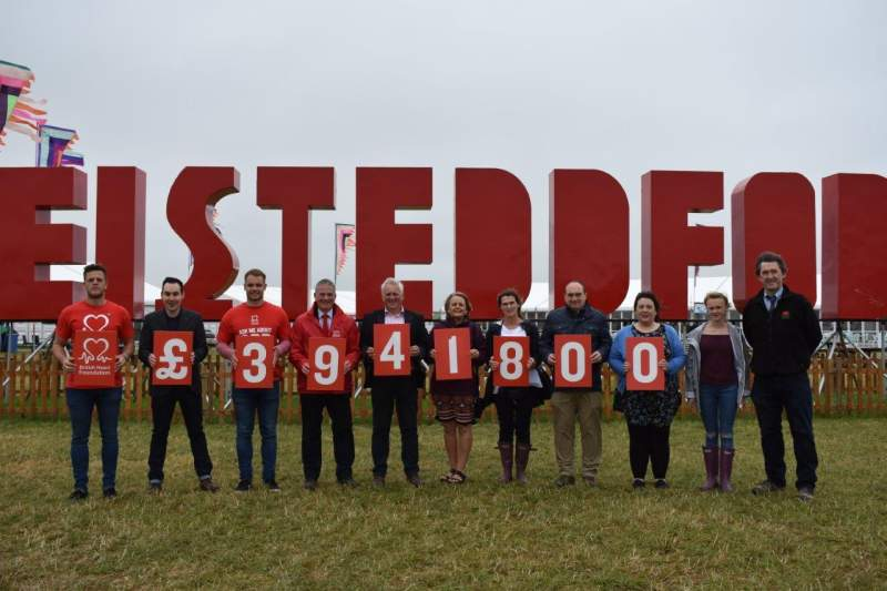 Welsh farmers boosts heart charity with £39,000 cheque