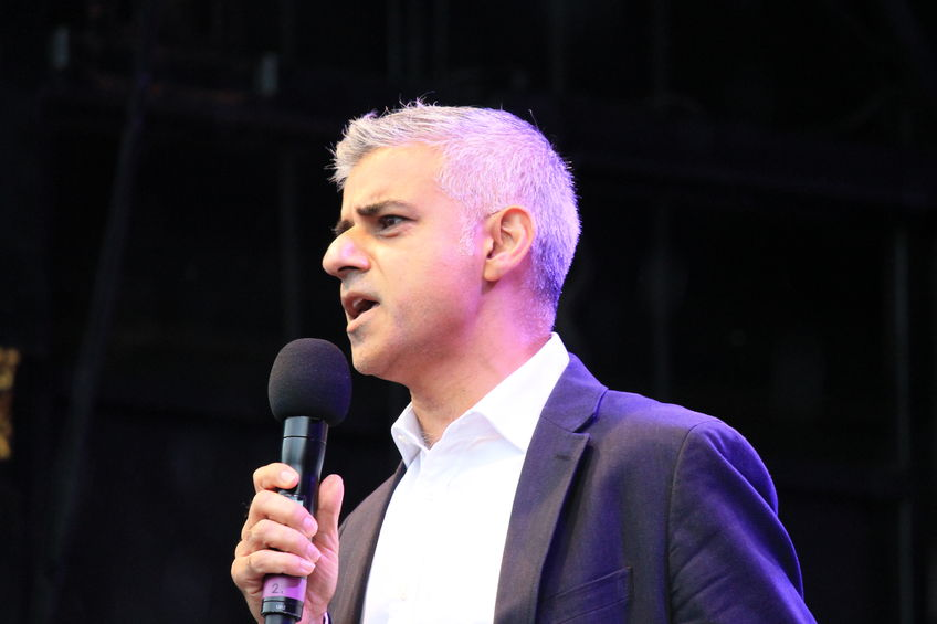 'No deal' Brexit could cost UK £50bn, Sadiq Khan's report suggests