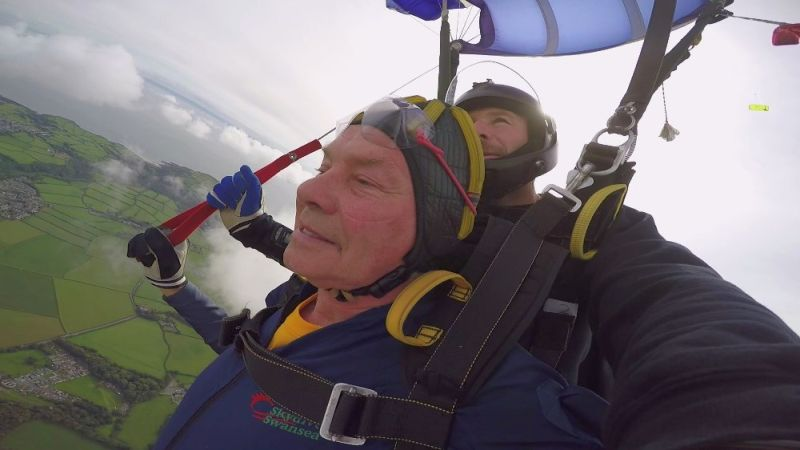 74-year-old dubbed 'the flying farmer' raises thousands for farming charity