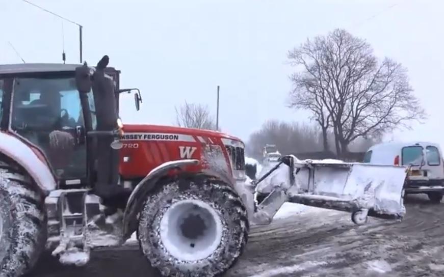 Over 100 farm contractors help grit North Yorkshire's rural roads