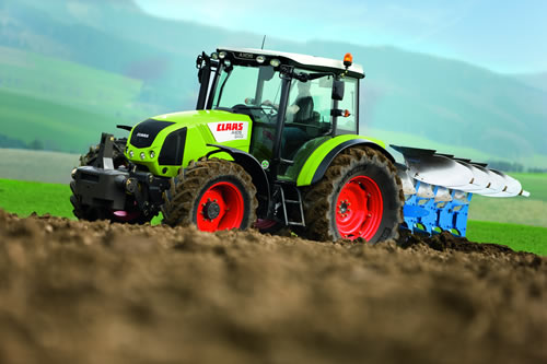 CLAAS complete tractor renewal line-up