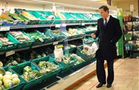 Cameron warns of Brexit food price increase in move that infuriates Leave campaigners