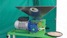 YAMS17: Kelvin Cave's dry-roller mill - ideal for processing grains