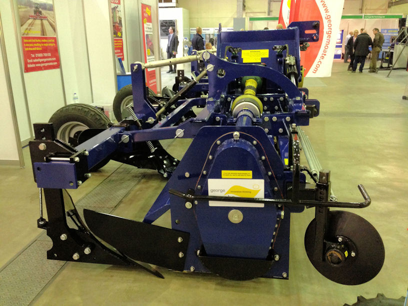 Changes to the rotor drivetrain reduce torque loads on main transmission components and the centre and drive bearing hubs are now machined from stronger one-piece forgings.