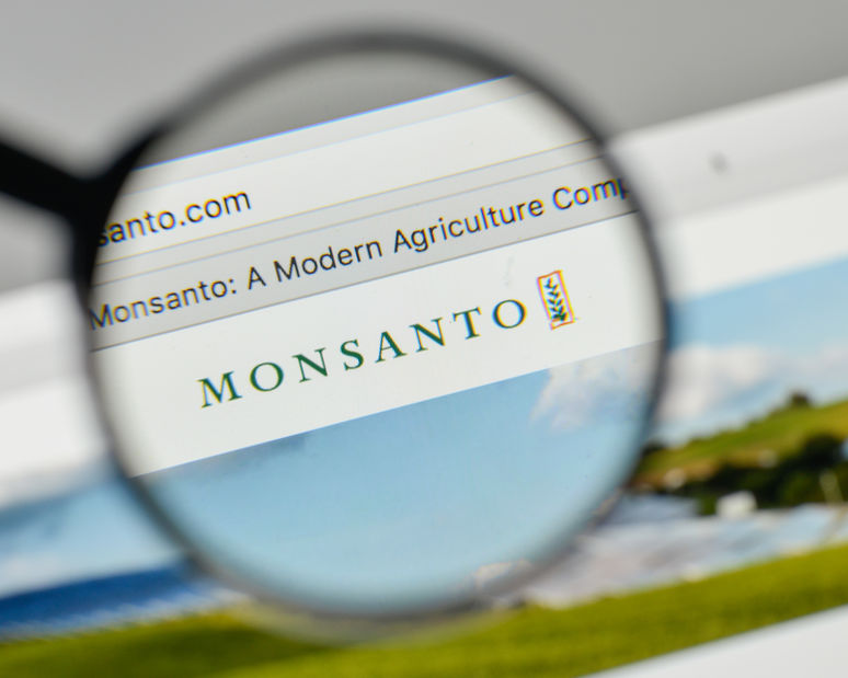 The French cereal farmer accuses Monsanto of not giving sufficient safety warning