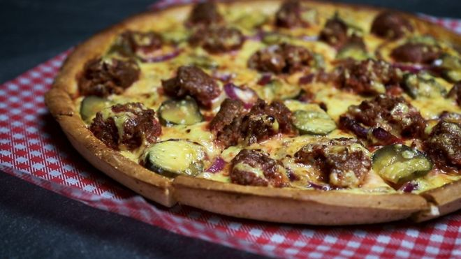 The 'Burger Pizza' contained no meat but plant-based substitutes (Photo: Hell Pizza)