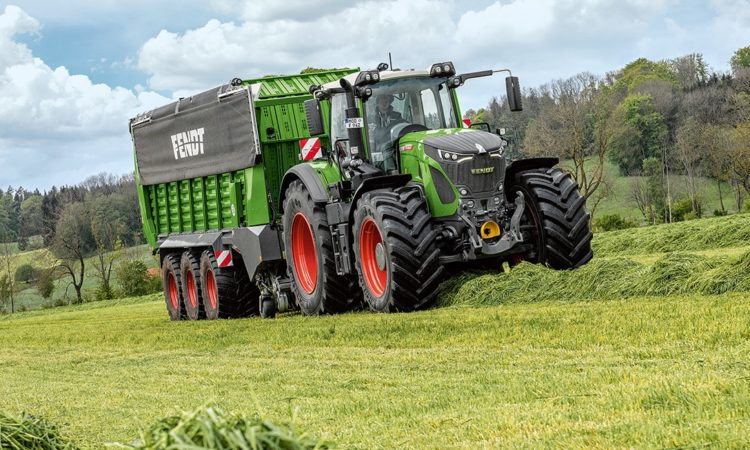Fendt's top model 942 Vario sees the 900-series venture beyond 400-hp for the first time