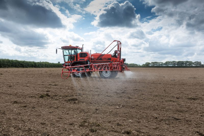 Using higher water volume, ideally at 200 l/ha, has also been shown to achieve more consistent results