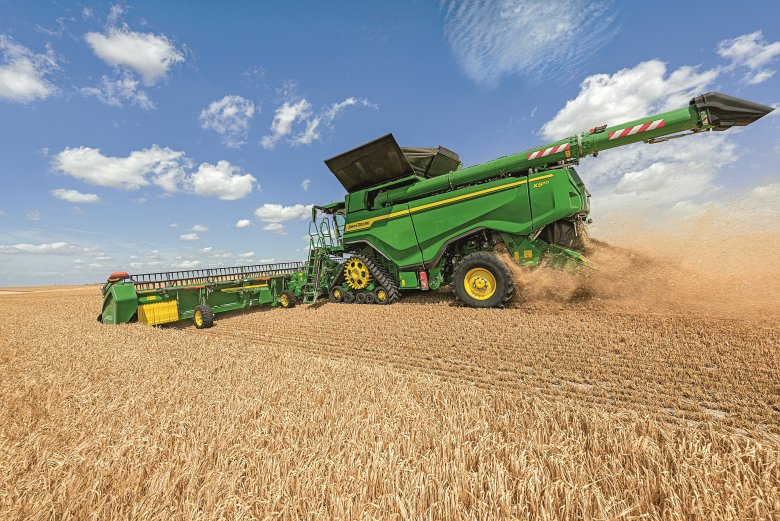 The X9 is specifically designed for large-acre farmers who need more harvesting capacity (Photo: John Deere)