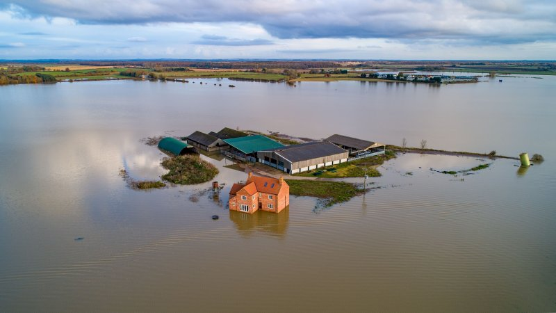 The farm in Barlings, Lincolnshire, has become an island after being surrounded by flood water (Photo: Geoff Robinson/Shutterstock)