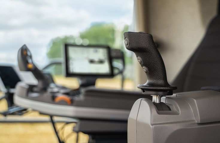 It is the first standard combine in Europe to operate entirely without a steering wheel