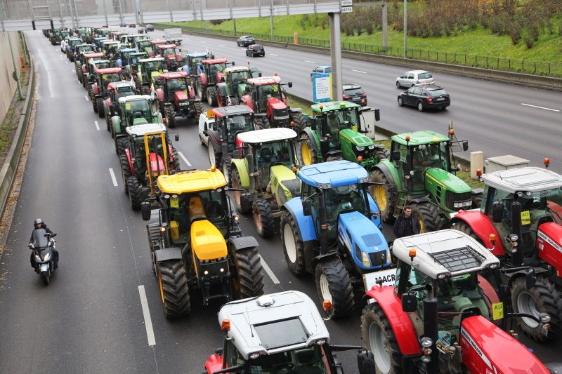 French farmers block the Parisian ring road with their tractors displaying placards reading 'Macron, answer!' as part of a protest against government policies (Photo: MUSTAFA SEVGI/SIPA/Shutterstock)