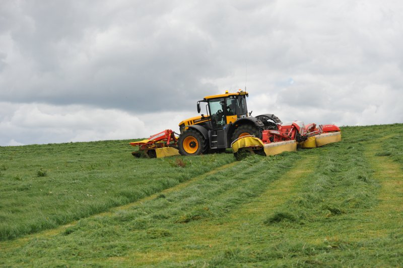 Farmers have been advised by a silage expert to put quality before quantity by cutting silage early