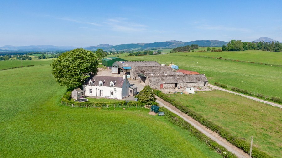 The closing date for the 140-acre Stirlingshire farm has been extended
