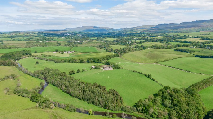 The farmland provides a mix of productive pasture and arable ground