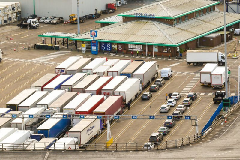 Priority must be given to lorries carrying fresh, short shelf-life foods, the FDF says
