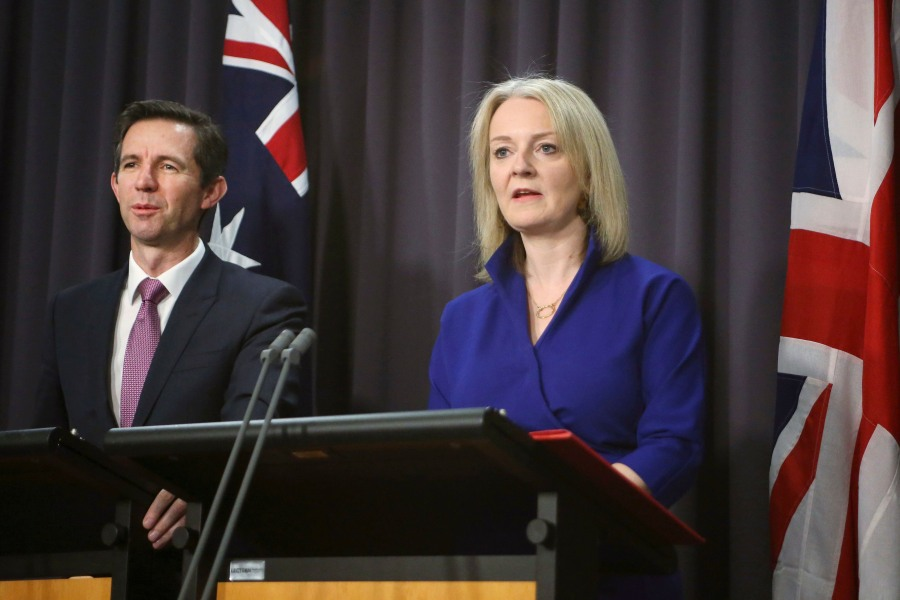 Australia's trade minister Simon Birmingham and UK trade secretary Liz Truss (Rod McGuirk/AP/Shutterstock)